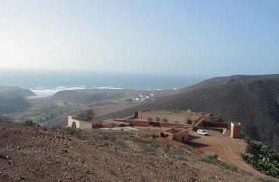 السياحة في لؤلؤة المغرب قرية مير اللفت mirleft_fort1.jpg